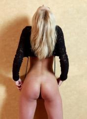 Dora, Budapest call girl, Kissing Budapest Escorts – French, Deep, Tongue